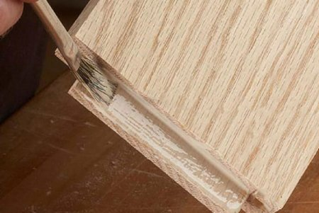 Способ применения натурального клея для склеивания древесины.